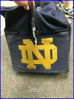 NOTRE DAME STEINER COLLECTIBLES 2006 FOOTBALL TEAM AUTH TRAVEL BAG #56 With COA